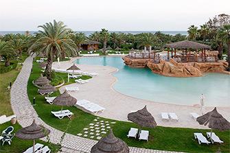 Отель с бассейном с подогревом в Тунисе